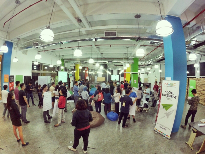 startup-weekend-at-magic-cyberjaya-malaysia-powered-by-google-for-entrepreneurs-social-enterprise-edition-raymond-ong-and-effye-ang-effye-media-online-advertising-a24