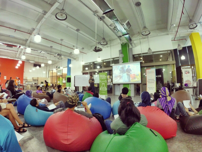 startup-weekend-at-magic-cyberjaya-malaysia-powered-by-google-for-entrepreneurs-social-enterprise-edition-raymond-ong-and-effye-ang-effye-media-online-advertising-a29