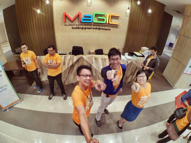 startup-weekend-at-magic-cyberjaya-malaysia-powered-by-google-for-entrepreneurs-social-enterprise-edition-raymond-ong-and-effye-ang-effye-media-online-advertising-a83