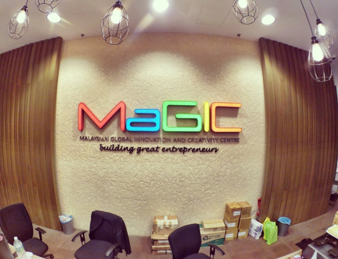 startup-weekend-at-magic-cyberjaya-malaysia-powered-by-google-for-entrepreneurs-social-enterprise-edition-raymond-ong-and-effye-ang-effye-media-online-advertising-a86