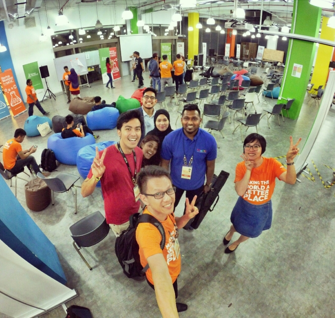 startup-weekend-at-magic-cyberjaya-malaysia-powered-by-google-for-entrepreneurs-social-enterprise-edition-raymond-ong-and-effye-ang-effye-media-online-advertising-a95