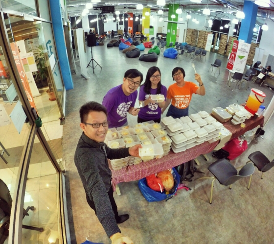 startup-weekend-at-magic-cyberjaya-malaysia-powered-by-google-for-entrepreneurs-social-enterprise-edition-raymond-ong-and-effye-ang-effye-media-online-advertising-b04