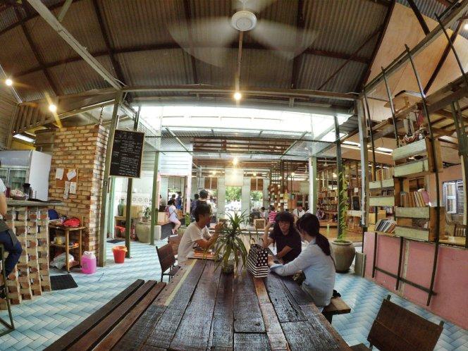 长颈鹿图书馆 蕉赖 雪兰莪 马来西亚 文艺咖啡厅图书馆 Little Giraffe Book Club Balakong 43200 Batu 9 Cheras Selangor Malaysia Art Cafe Library A13
