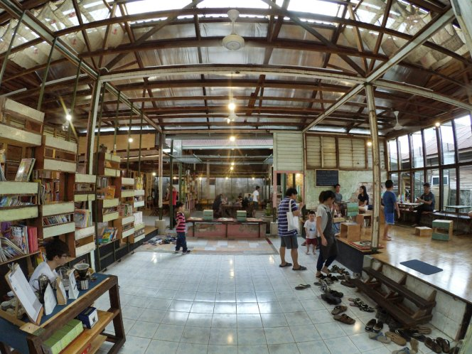 长颈鹿图书馆 蕉赖 雪兰莪 马来西亚 文艺咖啡厅图书馆 Little Giraffe Book Club Balakong 43200 Batu 9 Cheras Selangor Malaysia Art Cafe Library A09