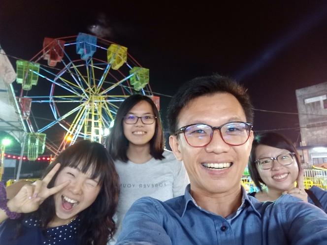 回到童年 回忆 Raymond Ong Effye Ang Sy Yng Pinky Ning Estella Oon Batu Pahat Johor Malaysia Funfair Life Childhood A01
