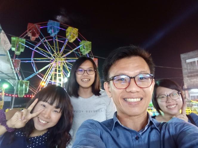 回到童年 回忆 Raymond Ong Effye Ang Sy Yng Pinky Ning Estella Oon Batu Pahat Johor Malaysia Funfair Life Childhood A02