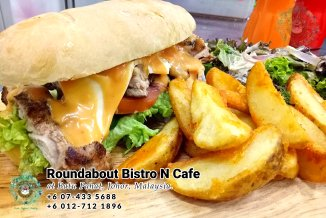 Batu Pahat Roundabout Bistro N Cafe Malaysia Johor Batu Pahat Totoro Cafe Historical Building Cafe Batu Pahat Landmark Buffet Birthday Party Wedding Function Event Kopitiam PB01-02