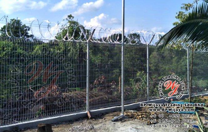 bp wijaya trading sdn bhd security fence project ulu tiram johor malaysia galvanized fence and galvanized razor barbed wire a003